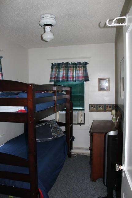 Beach house rental Ocean City NJ guest room 2 of 3